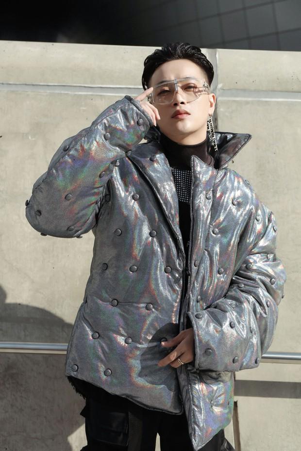 Nhìn thanh niên chất chơi được vây quanh tại Seoul Fashion Week, có ai nhận ra đây là TiTi (HKT)? - Ảnh 1.