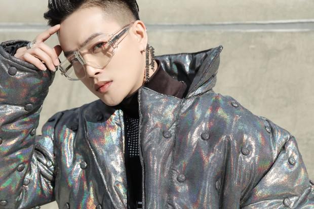 Nhìn thanh niên chất chơi được vây quanh tại Seoul Fashion Week, có ai nhận ra đây là TiTi (HKT)? - Ảnh 2.