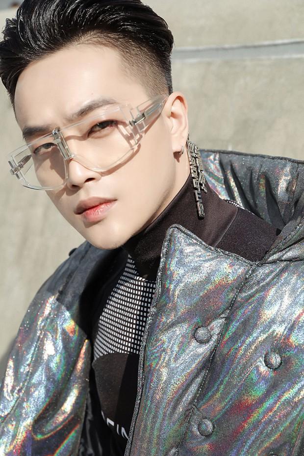 Nhìn thanh niên chất chơi được vây quanh tại Seoul Fashion Week, có ai nhận ra đây là TiTi (HKT)? - Ảnh 3.