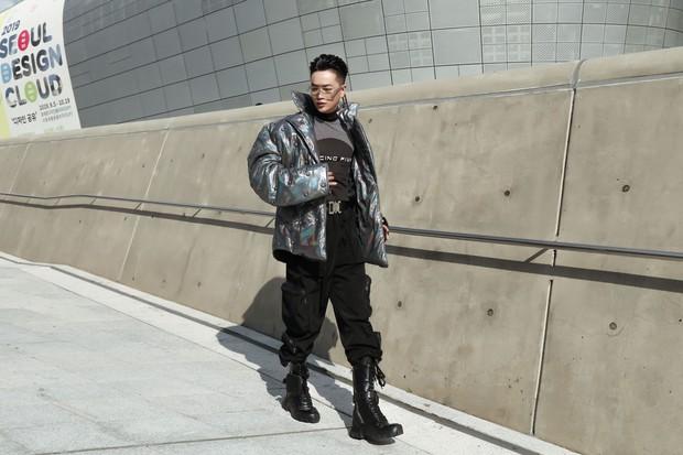 Nhìn thanh niên chất chơi được vây quanh tại Seoul Fashion Week, có ai nhận ra đây là TiTi (HKT)? - Ảnh 5.