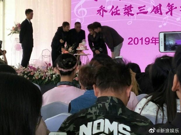 Ngày buồn không kém của Cbiz: Kiều Nhậm Lương tự tử vì trầm cảm ở tuổi 29, hôm nay fan tổ chức sinh nhật màu hồng cho anh - Ảnh 7.