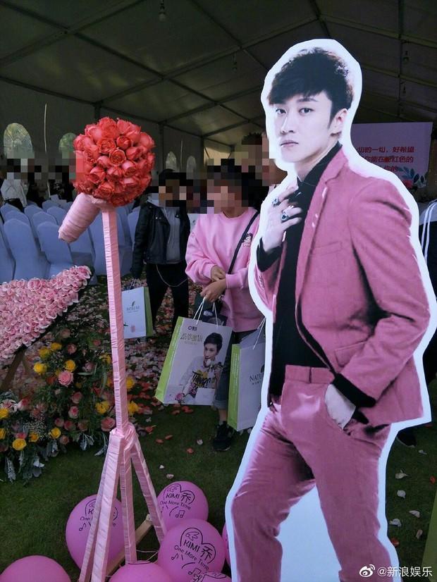 Ngày buồn không kém của Cbiz: Kiều Nhậm Lương tự tử vì trầm cảm ở tuổi 29, hôm nay fan tổ chức sinh nhật màu hồng cho anh - Ảnh 1.