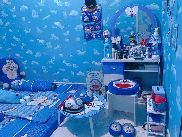 Dân tình choáng với căn phòng ngợp màu xanh của cô gái gần 30 tuổi không chịu lấy chồng vì còn mải mê Doraemon - Ảnh 1.