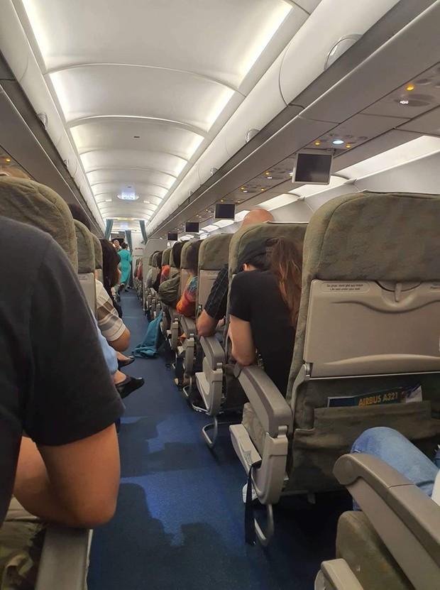 Máy bay của Vietnam Airlines 2 lần hạ cánh xuống Sân bay Đà Nẵng không được vì thời tiết xấu - Ảnh 2.