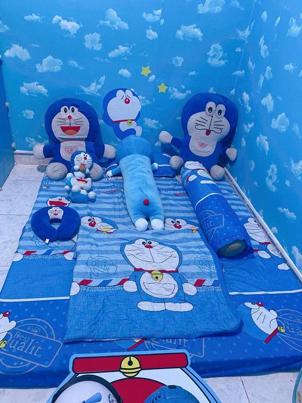 Dân tình choáng với căn phòng ngợp màu xanh của cô gái gần 30 tuổi không chịu lấy chồng vì còn mải mê Doraemon - Ảnh 3.