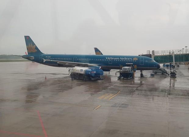 Máy bay của Vietnam Airlines 2 lần hạ cánh xuống Sân bay Đà Nẵng không được vì thời tiết xấu - Ảnh 1.