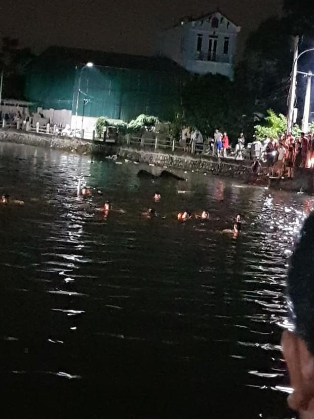Hà Nội: Bơi thuyền vịt không may bị lật, 2 bé gái tử vong thương tâm - Ảnh 2.