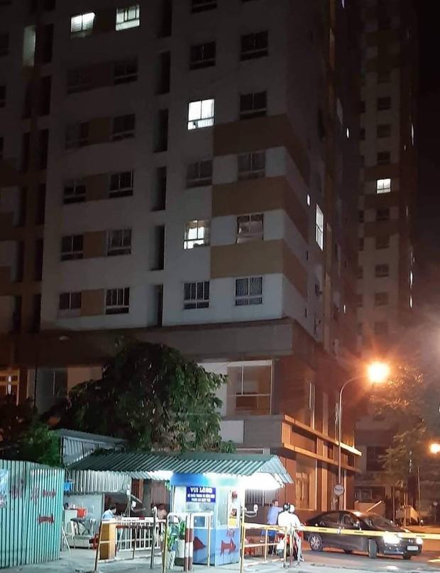 TP.HCM: Người đàn ông nước ngoài rơi từ tầng cao chung cư xuống đất tử vong - Ảnh 1.