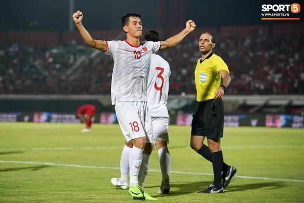 Hạ thuyết phục đối thủ khó chịu Indonesia, thầy trò HLV Park Hang-seo lập ra thành tích chưa từng có trong lịch sử - Ảnh 3.