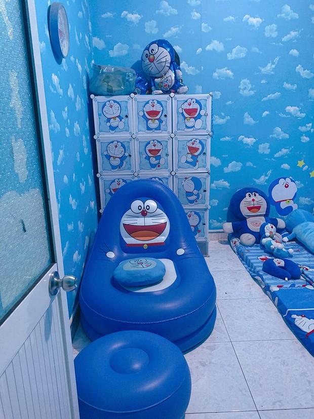 Dân tình choáng với căn phòng ngợp màu xanh của cô gái gần 30 tuổi không chịu lấy chồng vì còn mải mê Doraemon - Ảnh 2.