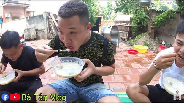"""Người khen ngon đáo để, người tẩy chay """"tố"""" gian dối: Tại sao món cháo trứng vịt lộn của bà Tân Vlog lại gây tranh cãi đến như vậy? - Ảnh 15."""