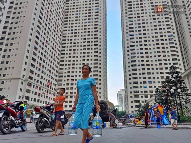 Người già, trẻ nhỏ tại khu đô thị HH Linh Đàm bị tiêu chảy, bệnh ngoài da nghi do sử dụng nước từ nhà máy Sông Đà - Ảnh 2.