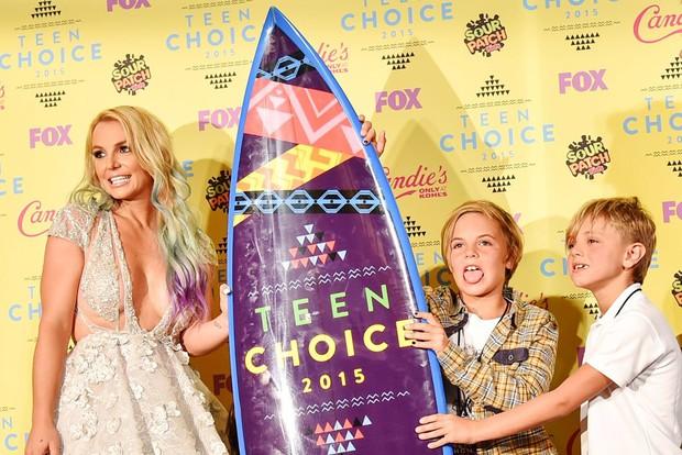 Nếu Britney vượt qua được năm 2007, bạn có thể vượt qua được ngày hôm nay nhưng Sulli đã không có được may mắn ấy! - Ảnh 5.