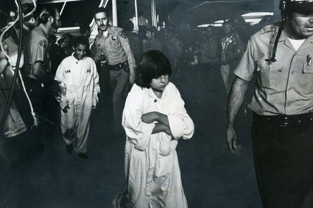 Vụ bắt cóc và chôn sống 26 đứa trẻ hơn 40 năm về trước và ký ức kinh hoàng đeo đuổi những người sống sót đến tận hôm nay - Ảnh 1.
