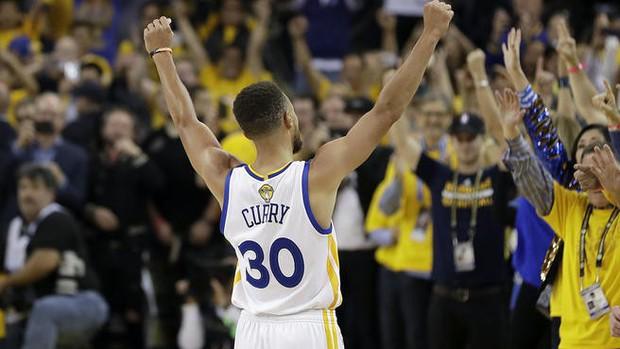 Siêu sao 31 tuổi phá kỷ lục tiền lương tại NBA, cứ mỗi giây là có ngay gần 30 triệu VNĐ - Ảnh 1.