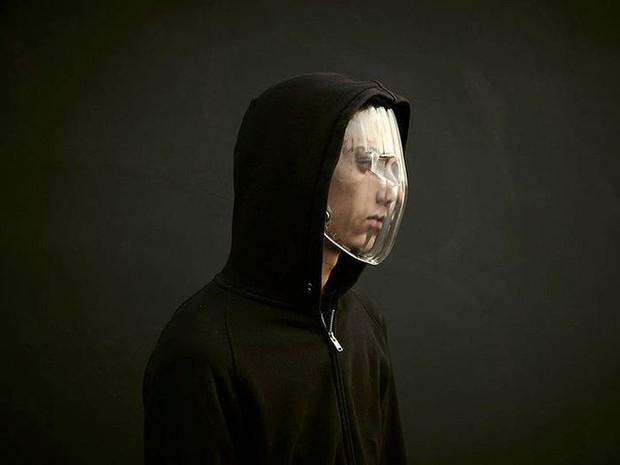 Muôn hình vạn trạng kiểu thời trang kinh dị nhằm đánh lừa camera nhận diện gương mặt trên phố - Ảnh 2.