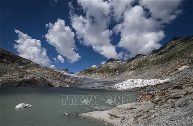 Sông băng ở Thụy Sĩ tan nhanh chưa từng thấy - Ảnh 1.
