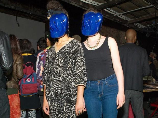 Muôn hình vạn trạng kiểu thời trang kinh dị nhằm đánh lừa camera nhận diện gương mặt trên phố - Ảnh 11.