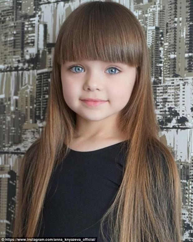 Mới 6 tuổi đã xinh như thiên thần, vừa đáng yêu vừa quyến rũ, bé gái được dân mạng tung hô là người mẫu nhí đẹp nhất thế giới - Ảnh 4.