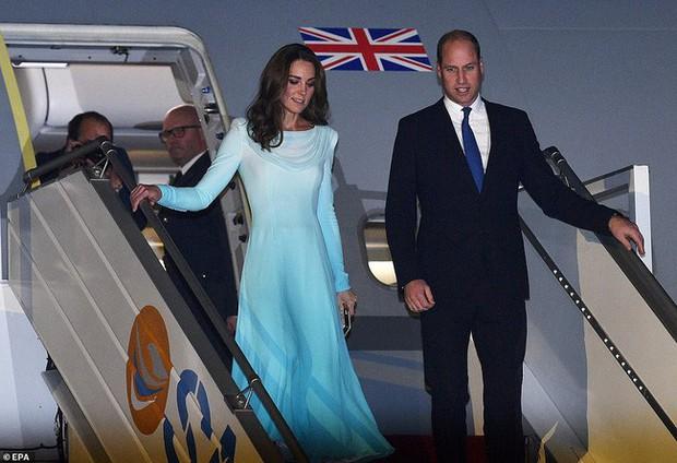 Kate Middleton gợi nhớ đến Công nương Diana khi diện mẫu đầm truyền thống của Pakistan - Ảnh 3.