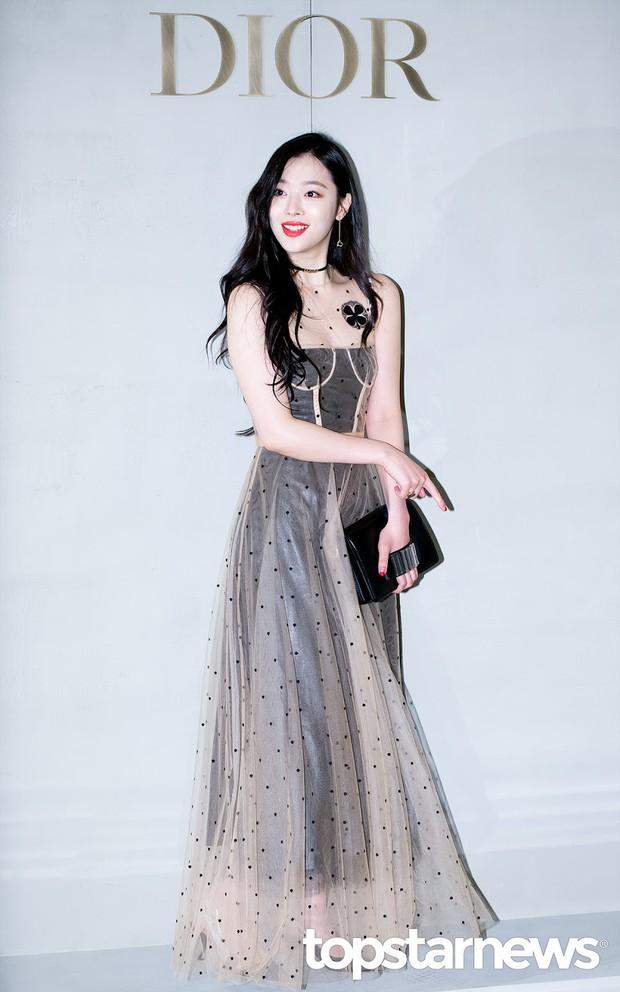 Đừng chỉ nhắc về Sulli với phong cách thời trang nổi loạn bởi cô có rất nhiều lần mặc đẹp khiến dân tình muốn lịm người - Ảnh 1.