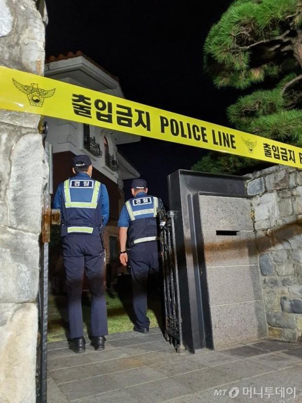 Đây là kết quả điều tra CCTV hiện trường Sulli tự vẫn, gia đình đang thảo luận với cảnh sát để khám nghiệm tử thi - Ảnh 4.