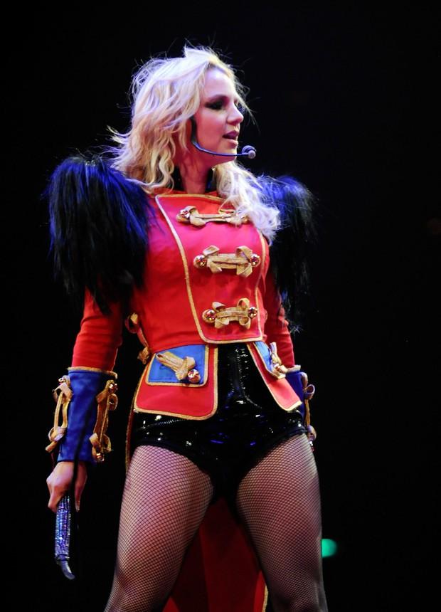 Nếu Britney vượt qua được năm 2007, bạn có thể vượt qua được ngày hôm nay nhưng Sulli đã không có được may mắn ấy! - Ảnh 4.