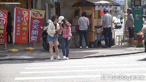 Dùng điện thoại quá nhiều, nữ sinh Đài Loan bị mù màu đến nỗi suýt gặp tai nạn khi qua đường - Ảnh 2.