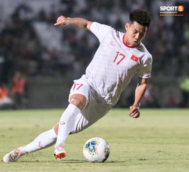 Quang Hải bị kéo cổ nguy hiểm, Đức Huy nắn gân Messi Indonesia trong chiến thắng của tuyển Việt Nam - Ảnh 9.