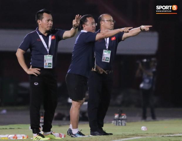 HLV Park Hang-seo có bộ sậu đông chưa từng có trong lịch sử để giúp U22 Việt Nam giành HCV SEA Games 2019 - Ảnh 2.