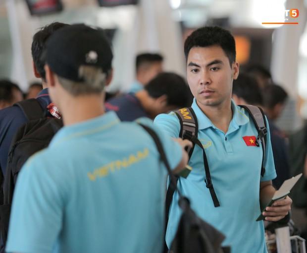 HLV Park Hang-seo nhờ Văn Toàn mua cà phê, hứa trả tiền đầy hài hước ở sân bay Bali - Ảnh 7.