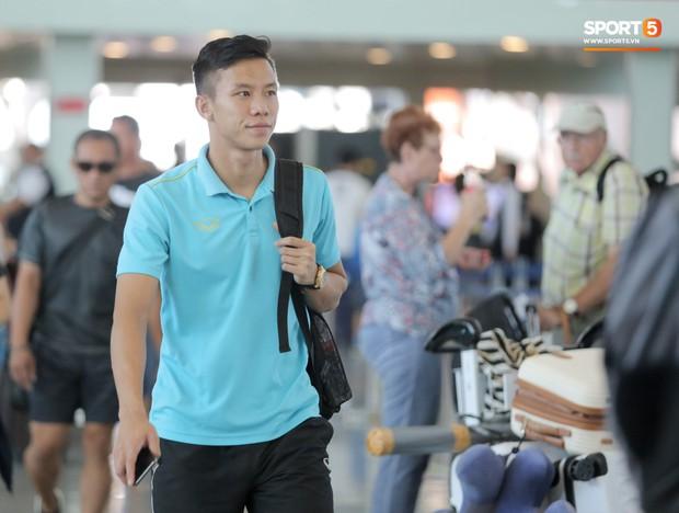 HLV Park Hang-seo nhờ Văn Toàn mua cà phê, hứa trả tiền đầy hài hước ở sân bay Bali - Ảnh 9.