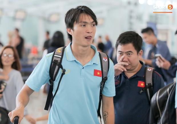 HLV Park Hang-seo nhờ Văn Toàn mua cà phê, hứa trả tiền đầy hài hước ở sân bay Bali - Ảnh 8.