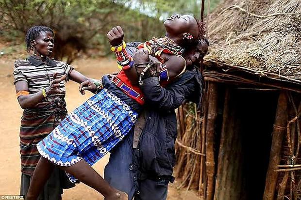 Sự thực về bộ lạc có tục hỏi vợ được xem là tàn nhẫn nhất thế giới: Thích ai thì bắt về trước, hỏi cưới sau, mặc cho nạn nhân than khóc đau khổ - Ảnh 4.