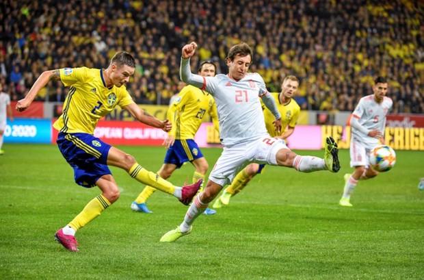 Nhờ khoảnh khắc tỏa sáng này ở phút bù giờ, tuyển Tây Ban Nha thoát thua và chính thức có mặt ở VCK Euro 2020 nhưng fan MU lại lo ngay ngáy - Ảnh 1.
