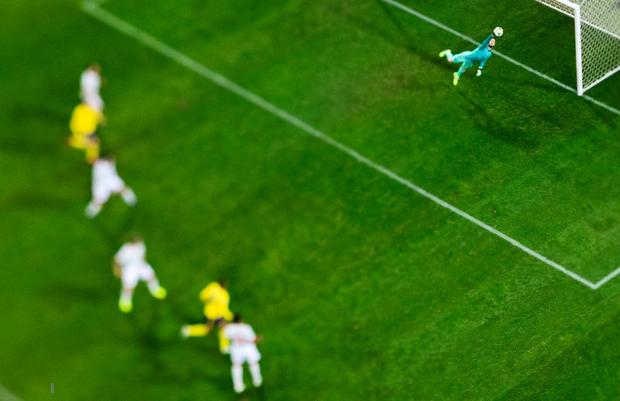Nhờ khoảnh khắc tỏa sáng này ở phút bù giờ, tuyển Tây Ban Nha thoát thua và chính thức có mặt ở VCK Euro 2020 nhưng fan MU lại lo ngay ngáy - Ảnh 2.