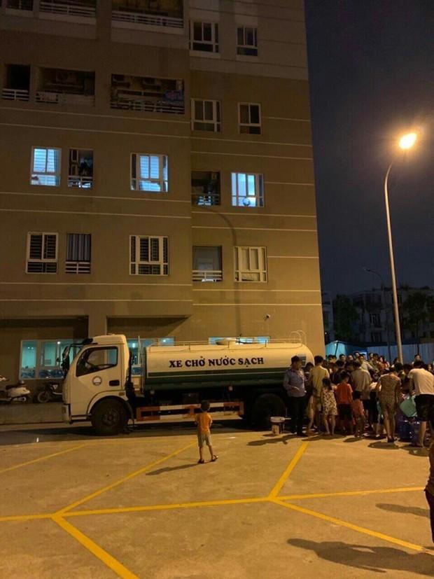 Công ty Nước sạch Hà Nội nhận trên 2.000 cuộc gọi đề nghị xin hỗ trợ cấp nước - Ảnh 1.