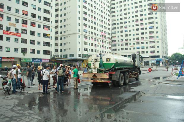 Sau quá trình thau rửa bể chứa, công ty nước sạch sông Đà đã cấp nước trở lại cho hàng vạn hộ dân - Ảnh 1.