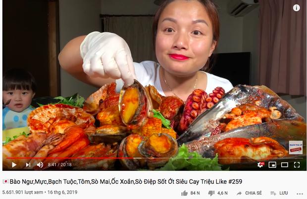 """Giữa lúc Bà Tân Vlog lao đao, có một YouTuber ẩm thực khác đang """"lên như diều gặp gió"""" với hơn 1,2 triệu subscribers - Ảnh 12."""
