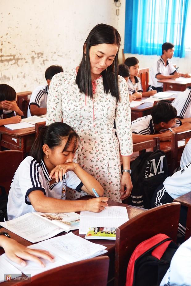 Thầy cô giáo miền Tây và nỗi trăn trở vì câu nói của học trò: Con muốn nghỉ học để đi làm công nhân với cha mẹ! - Ảnh 2.