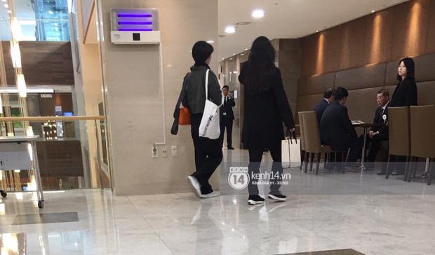 Độc quyền tang lễ Sulli từ Hàn: Fan khiếm thị một mình đến chờ, Yoo Ah In tiết lộ sao Hàn đã đến viếng từ rạng sáng - Ảnh 20.