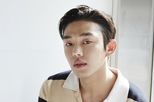 Yoo Ah In - Kẻ khác người viết tâm thư cho một thiên thần khác biệt Sulli: Tôi coi em ấy là một người hùng - Ảnh 1.