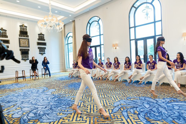 Bị chê catwalk tệ, Thúy Vân vẫn đắt show hơn Hương Ly tại Hoa hậu Hoàn vũ VN - Ảnh 3.