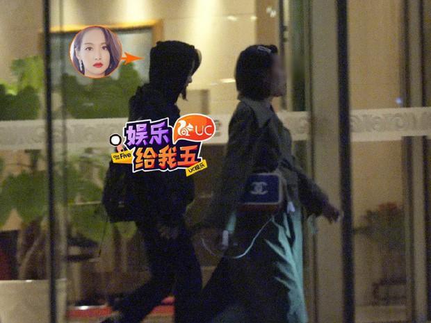 Độc quyền tang lễ Sulli từ Hàn: Fan khiếm thị một mình đến chờ, Yoo Ah In tiết lộ sao Hàn đã đến viếng từ rạng sáng - Ảnh 31.