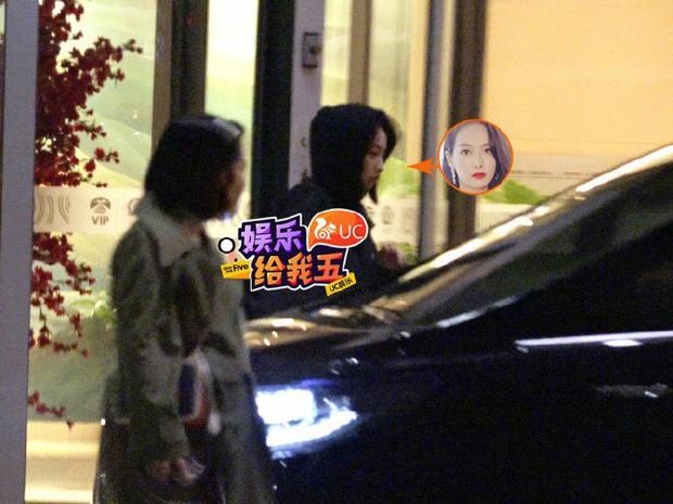 Độc quyền tang lễ Sulli từ Hàn: Fan khiếm thị một mình đến chờ, Yoo Ah In tiết lộ sao Hàn đã đến viếng từ rạng sáng - Ảnh 32.