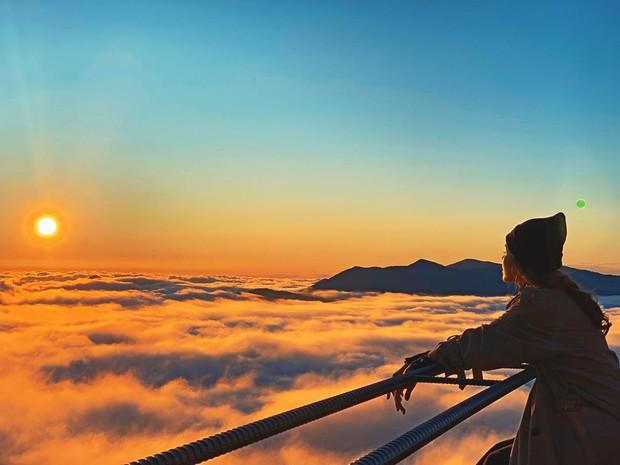 Khả Ngân chụp ảnh biển mây xịn lắm, nhưng sẽ đẹp gấp bội nếu biết một mẹo thần thánh của dân chuyên - Ảnh 1.