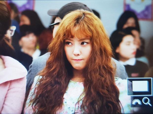 Hyomin tái hiện lại kiểu tóc trứ danh của Sulli, hội ngộ Eun Jung, Qri tại Seoul Fashion Week - Ảnh 1.