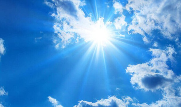Bác sĩ nhãn khoa giải thích những nhầm tưởng mọi người hay có về ánh sáng xanh và cách bảo vệ mắt hiệu quả - Ảnh 2.