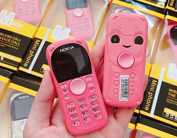 """Điện thoại mini 250.000 đồng nhái iPhone tràn lan, khách nếm """"quả đắng"""" vì ham đồ siêu rẻ - Ảnh 4."""
