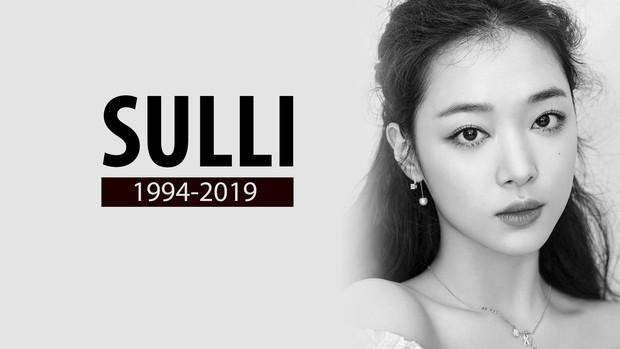 Độc quyền tang lễ Sulli từ Hàn: Fan khiếm thị một mình đến chờ, Yoo Ah In tiết lộ sao Hàn đã đến viếng từ rạng sáng - Ảnh 1.